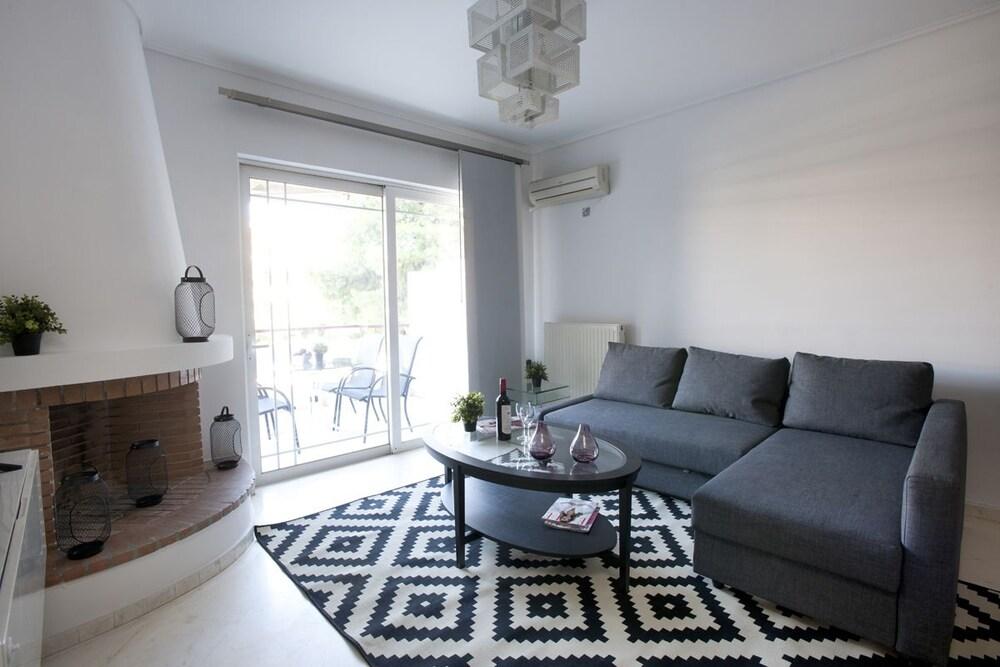 Glyfada, Modern Minimal Apartment
