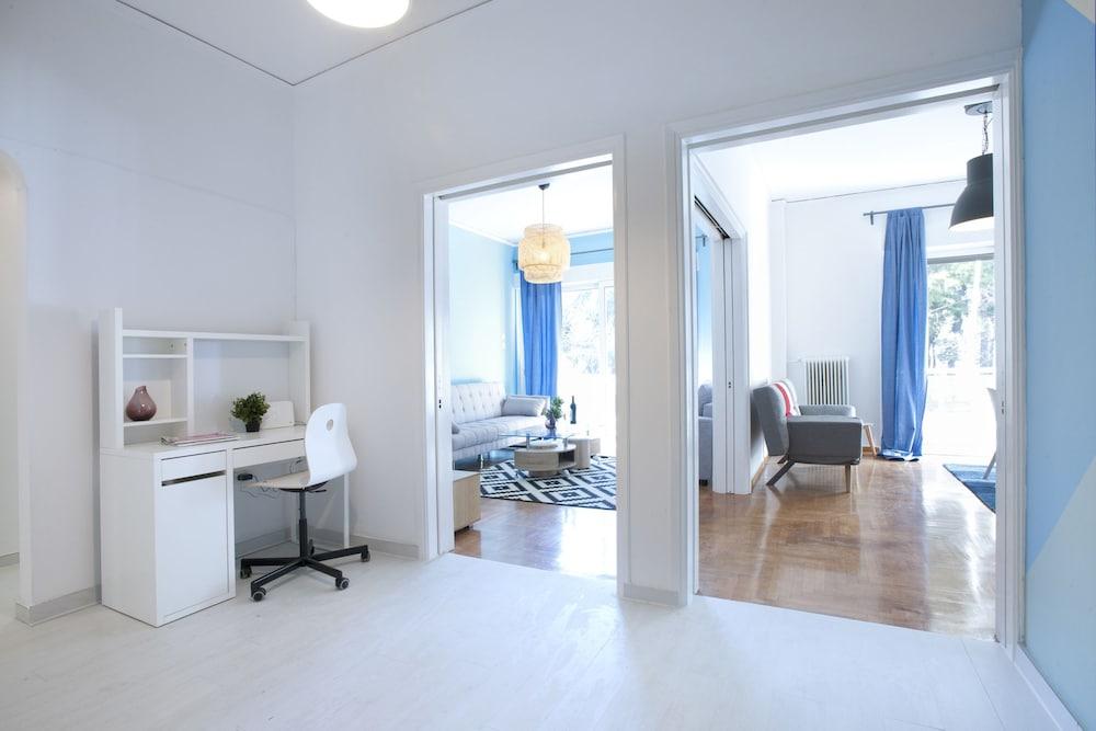 Palaio Faliro, Bright and Spacious Apartment