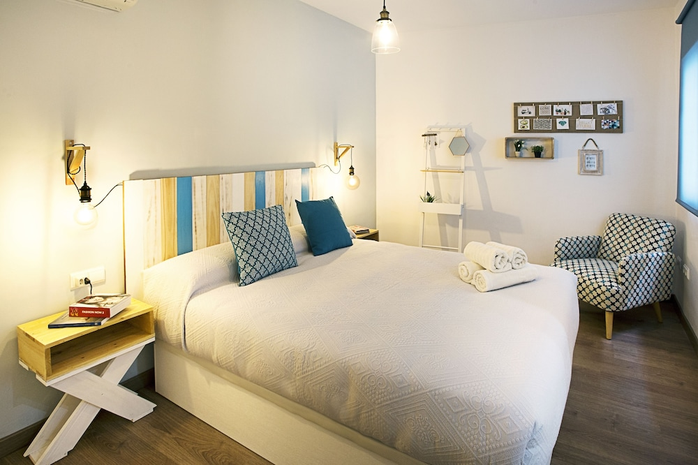 Bright & Quiet Apartment Malaga Center