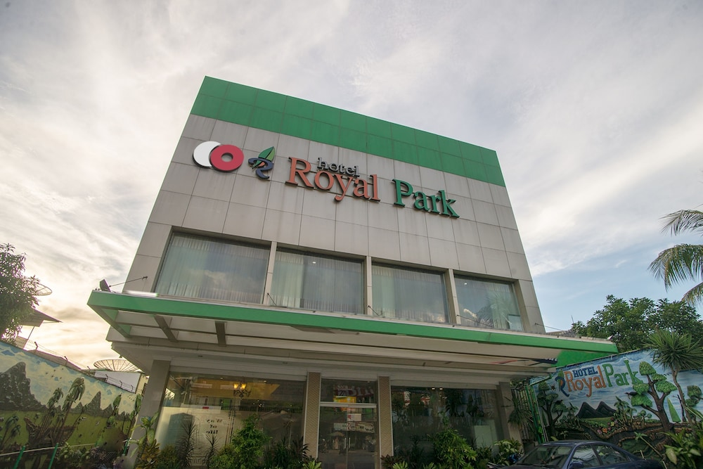 Capital O 949 Royal Park Hotel