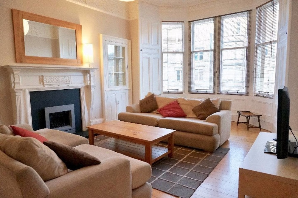Stylish 3-bedroom Period Apt Close to City Centre