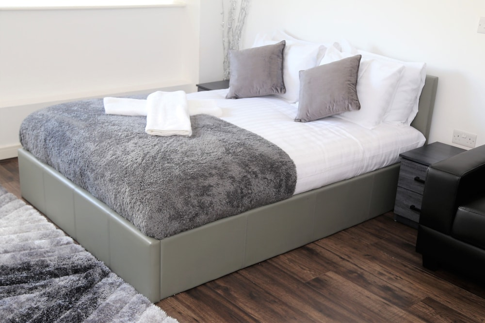 The Strand by Serviced Rooms Ltd