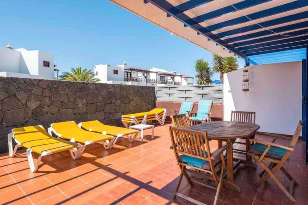 House With 3 Bedrooms in Playa Blanca, With Wonderful sea View, Enclos