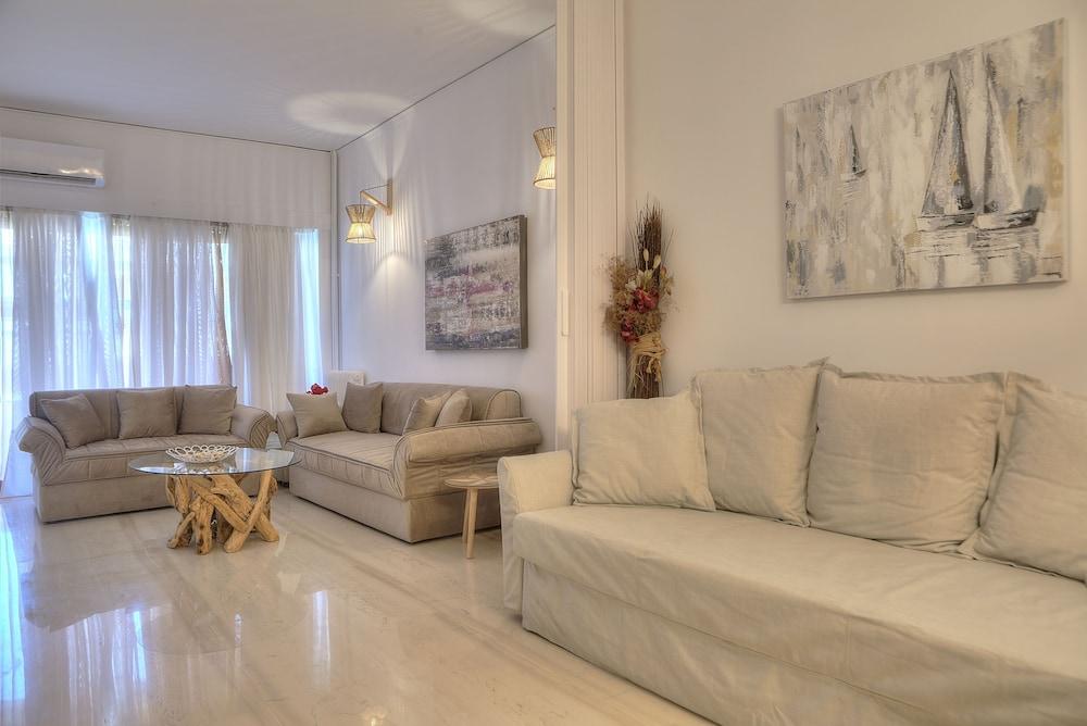 L' apartment blanc dans le centre de Glyfada