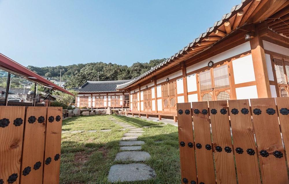 Jeonju Hanok Village Kkotmureut