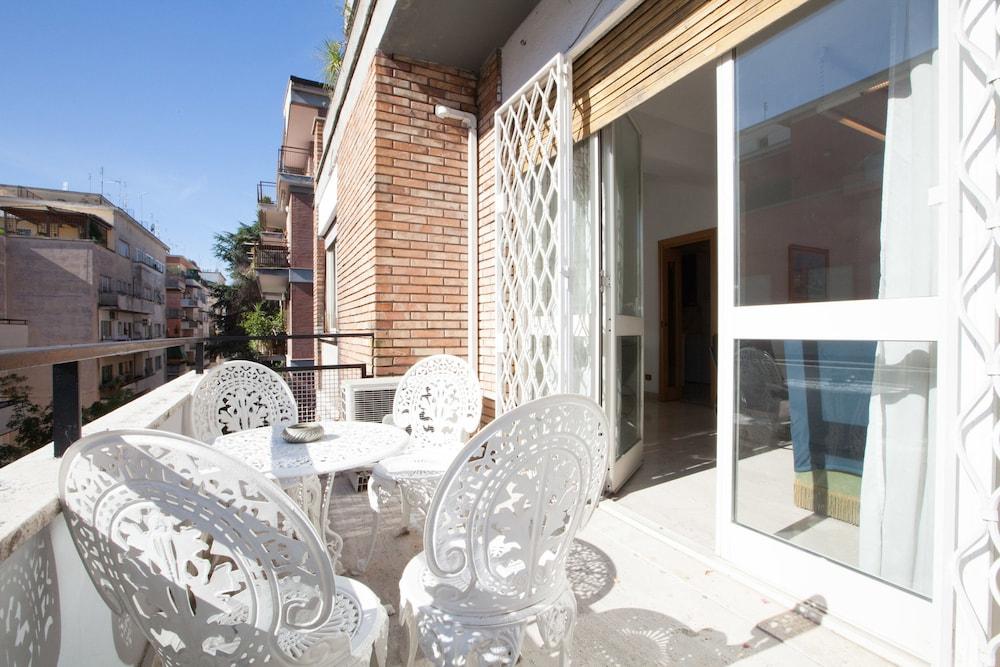 Rental In Rome Devoti Apartment