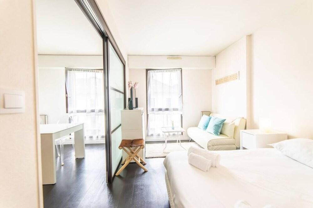 Revon Private Apartment Downtown