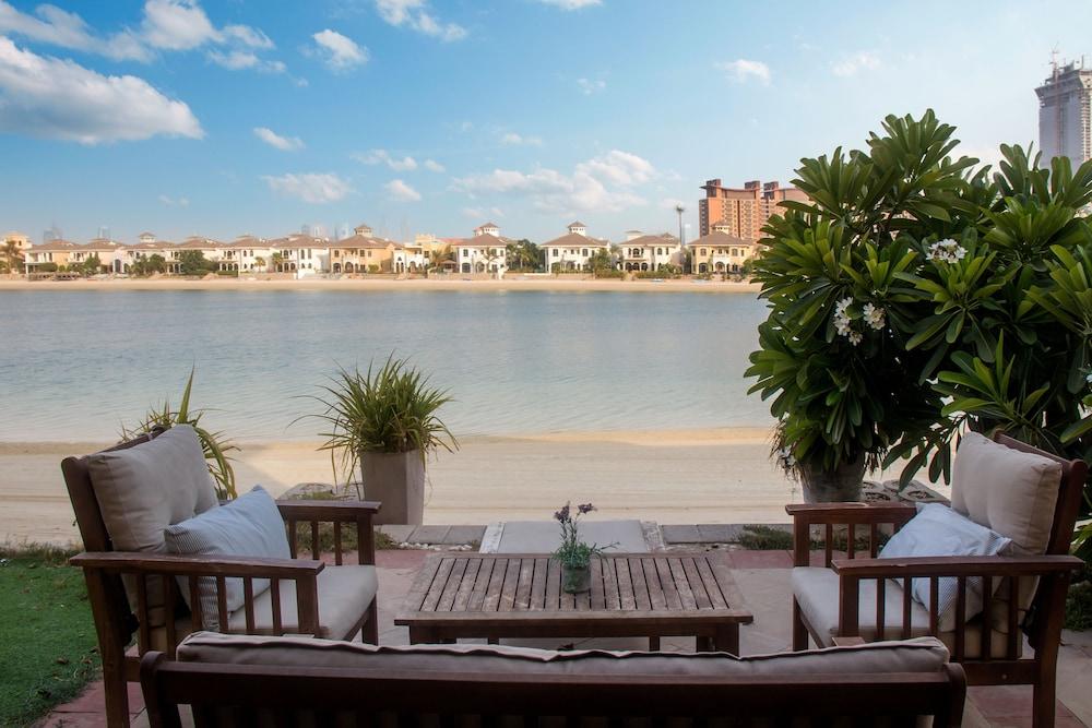 FAM Living Villa - Private Beach Palm