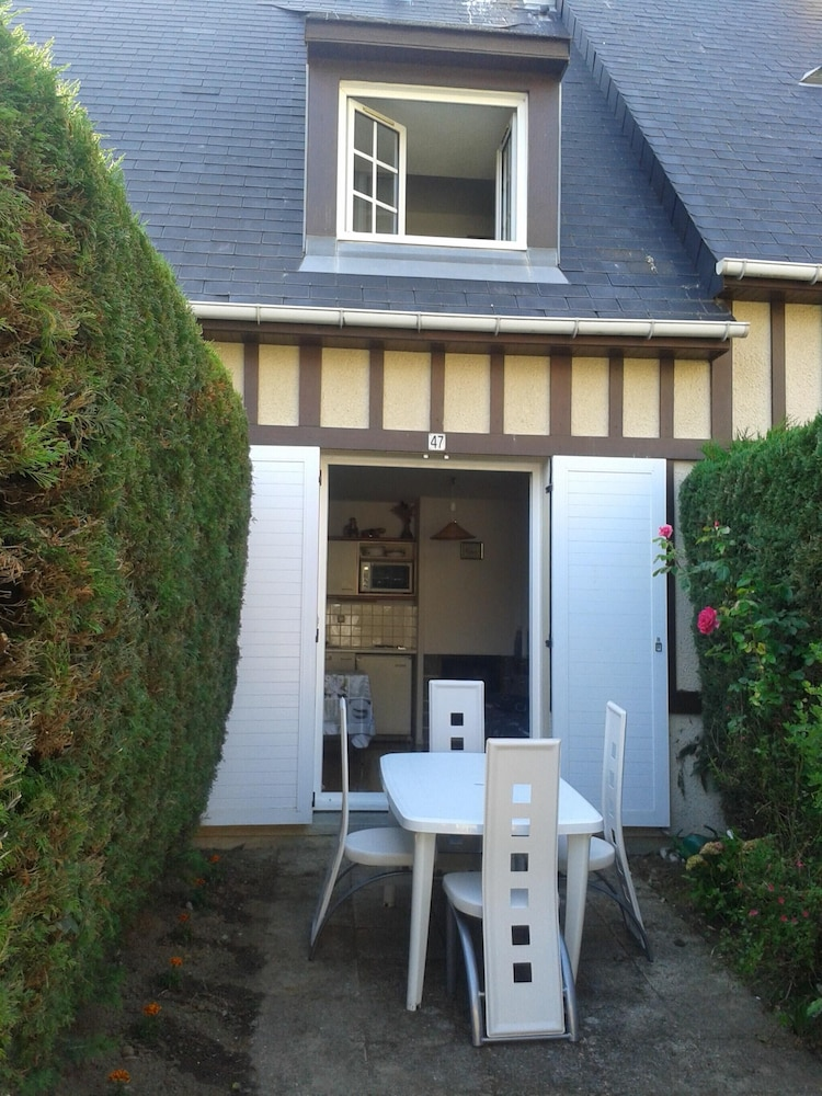 Apartment With one Bedroom in Villers-sur-mer, With Enclosed Garden -