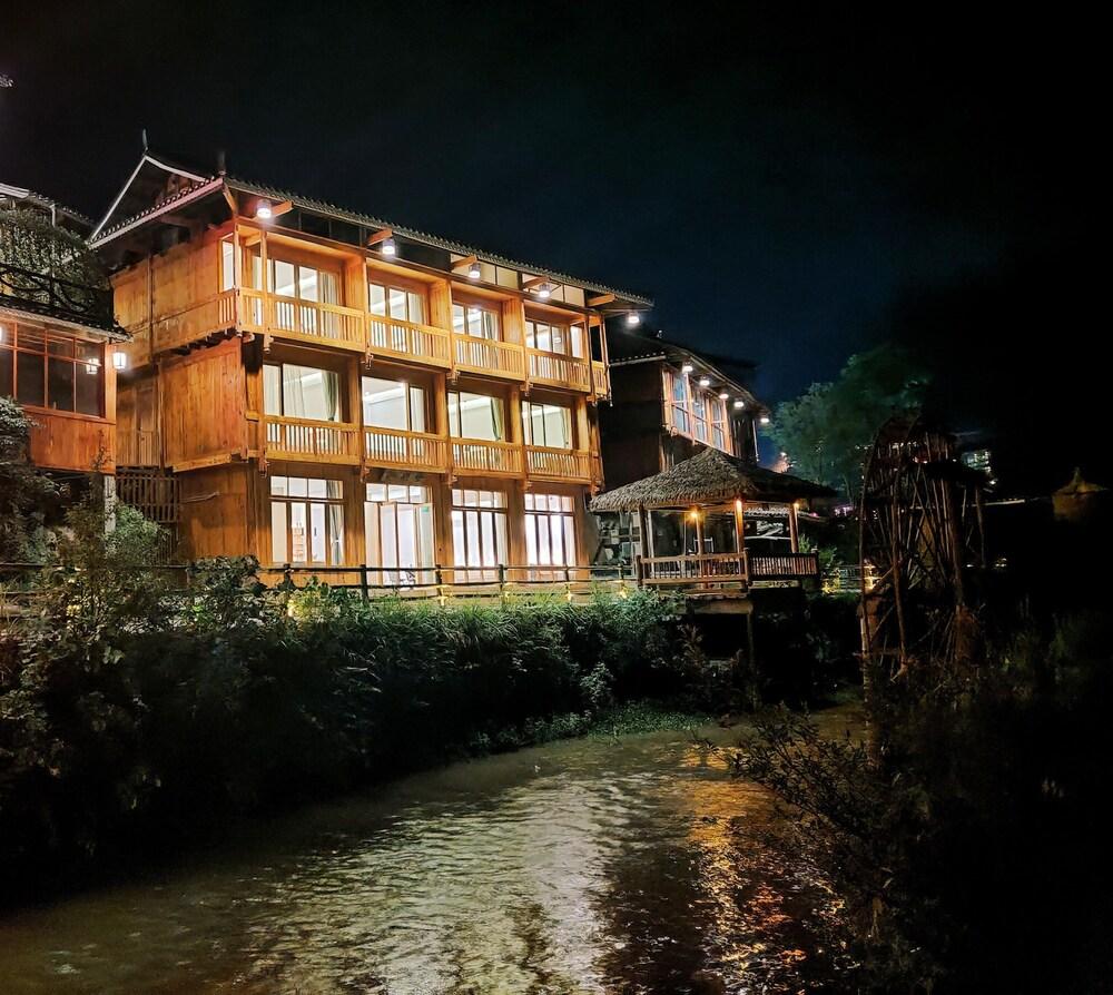 W Lodge