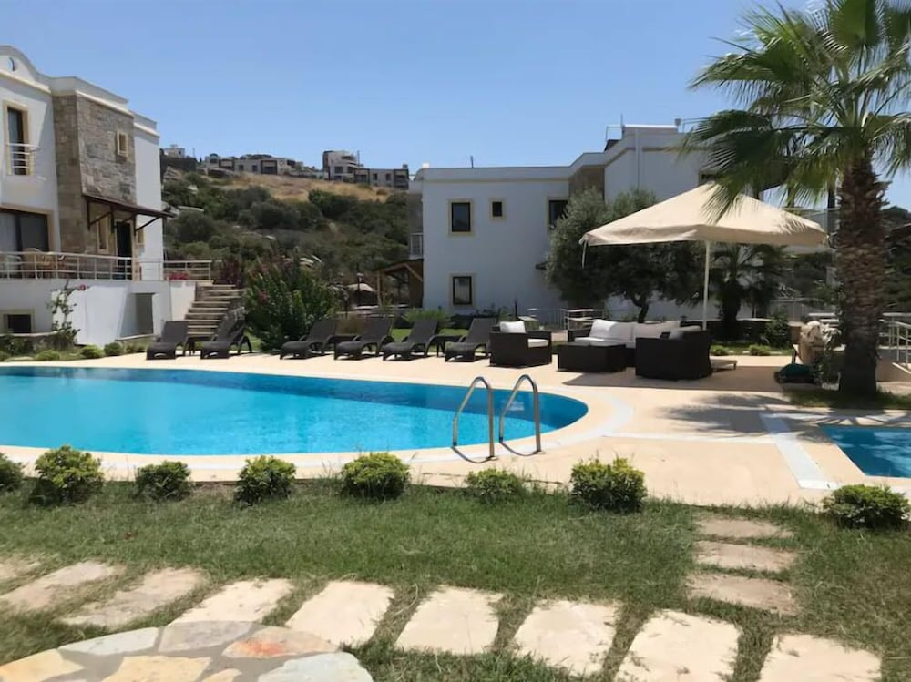 Villa with Jacuzzi in Peninsula