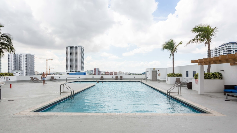 Stylish Bayfront Condo Minutes From Wynwood