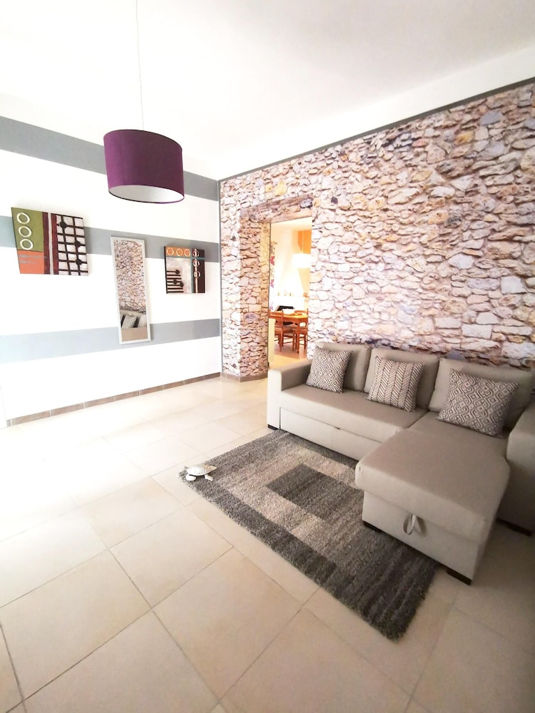 Apartment With 3 Bedrooms in Is Fiascus - 7 km From the Beach