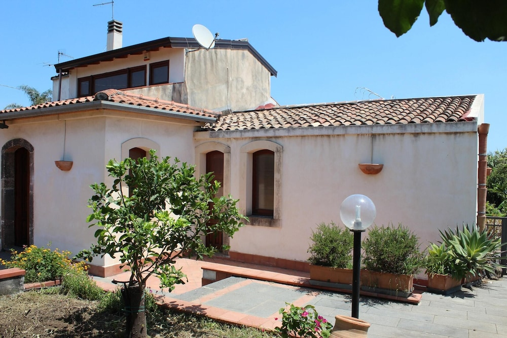 Apartment With 3 Bedrooms in Riposto, With Enclosed Garden and Wifi -