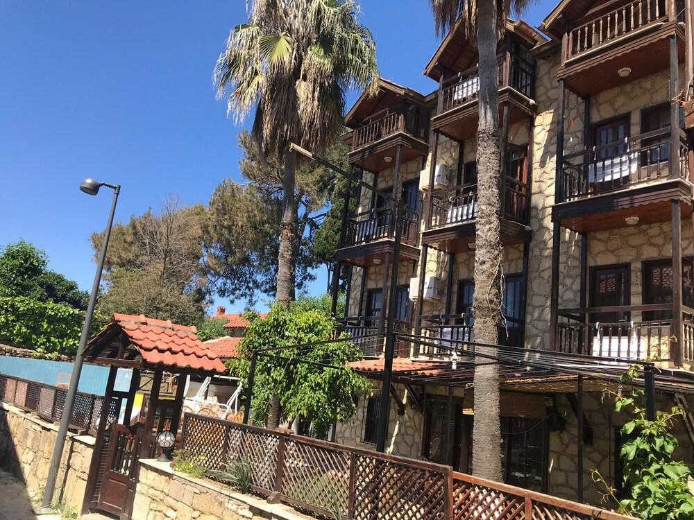 Adali Hotel