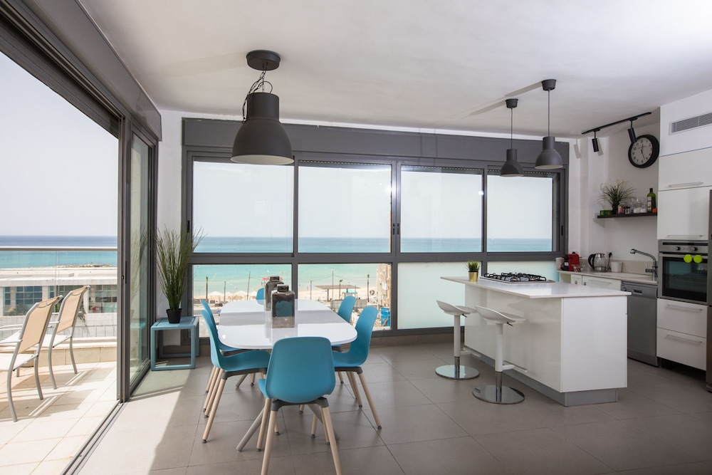 Magic Penthouse beach front