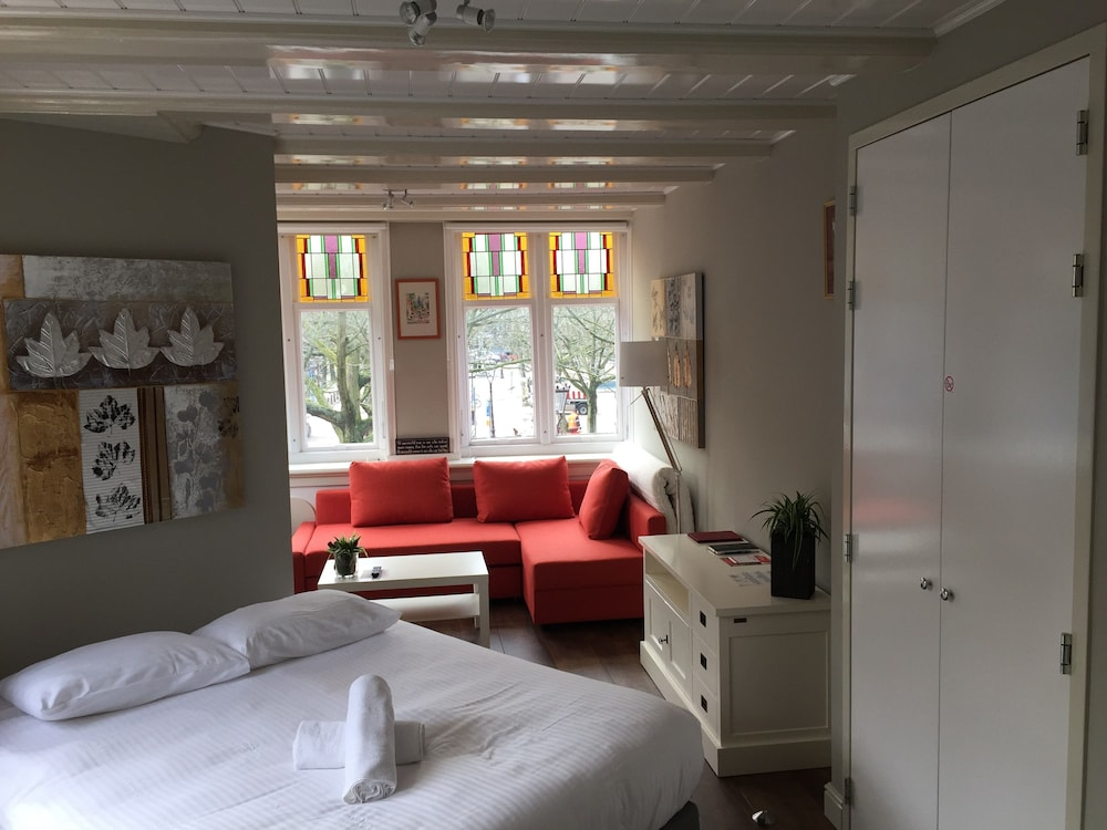 Lovely Studio With Canal Views