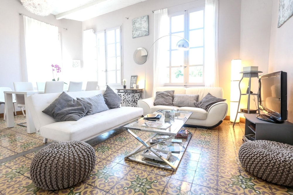 House With 6 Bedrooms in Avignon, With Wonderful City View, Terrace an
