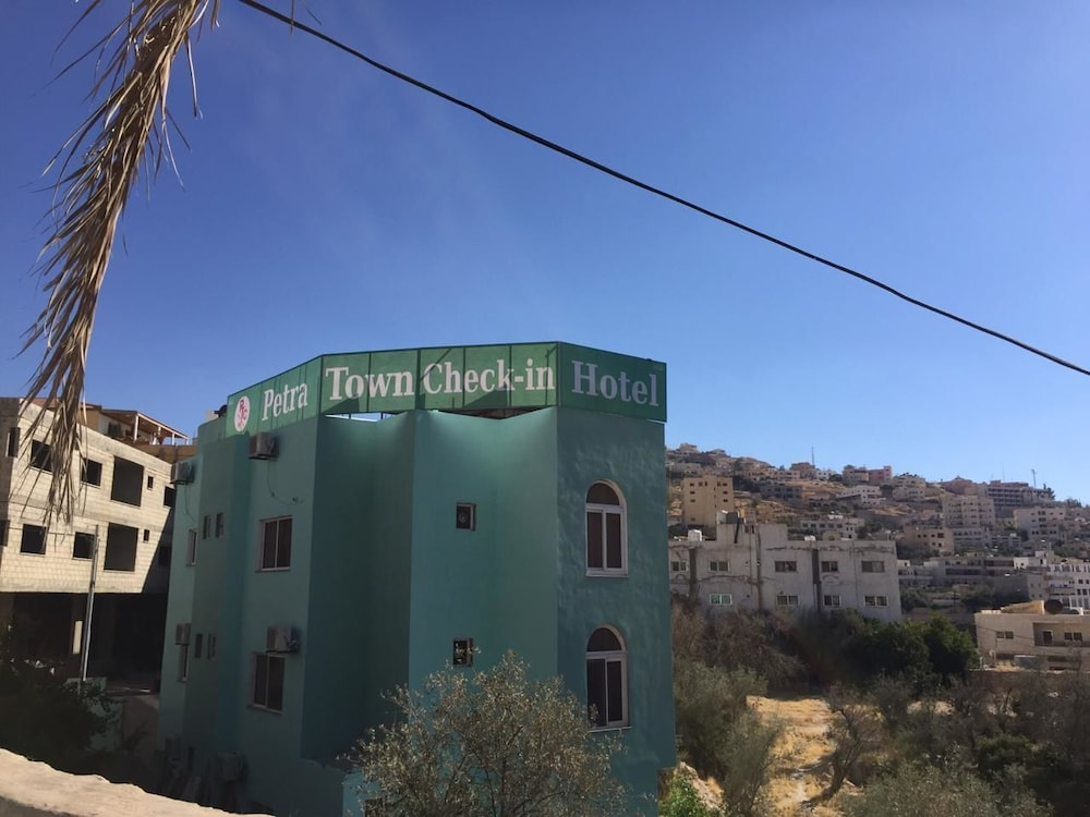 Petra Town Chech-In Hotel