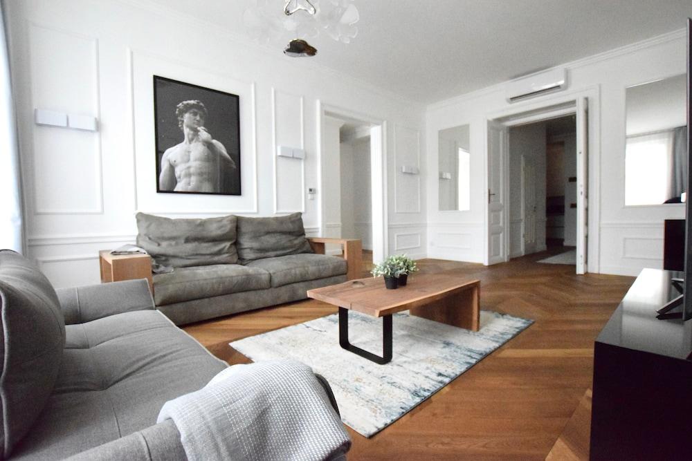 Luxury Apartment by Hi5 - Szervita Suite