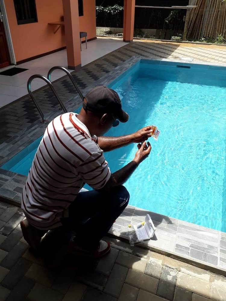 Max Garden and Pool