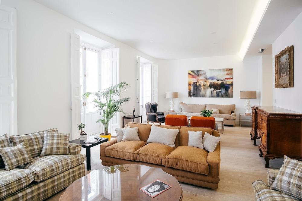 CALLAO Luxury House 5BR 4BT