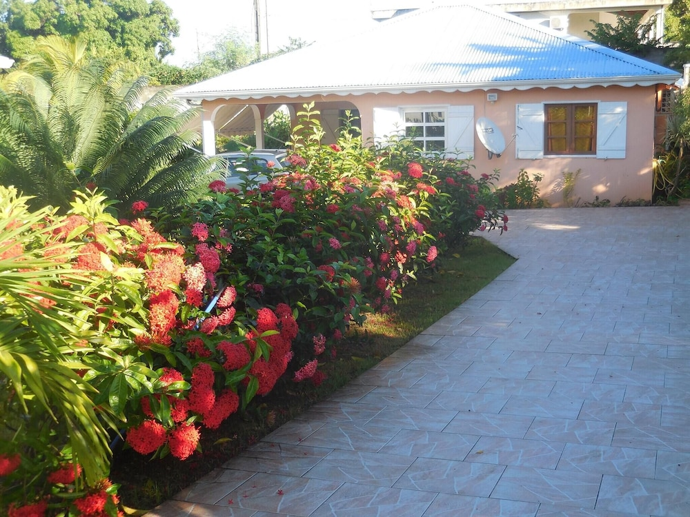 House With 2 Bedrooms in Sainte-anne, With Enclosed Garden and Wifi -