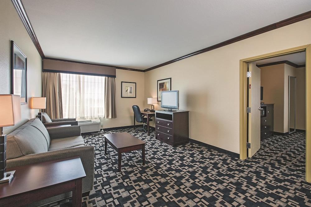 Motel 6 Joshua TX
