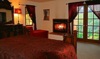 Topanga Canyon Inn Bed and Breakfast in Topanga, California