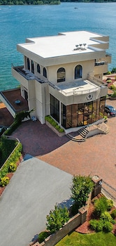 Photo for D'Monaco Luxury Resort in Ridgedale, Missouri