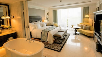 Classic Room, 1 King Bed (RESORT)