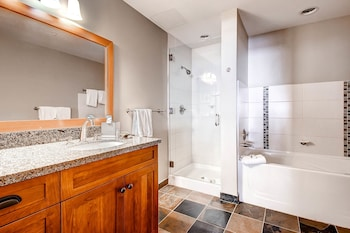 Capitol Peak Lodge by Snowmass Mountain Lodging - Bathroom  - #0