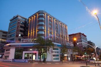 科爾萬薩雷布爾薩城市飯店