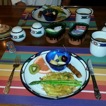 Dreamcatcher Bed and Breakfast - Food and Drink  - #0