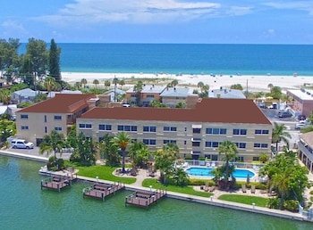 Last minute deal: save 10% Westwinds Waterfront Resort Treasure Island (Florida 111851 3) photo