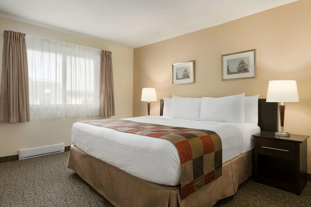 Days Inn by Wyndham Montreal East