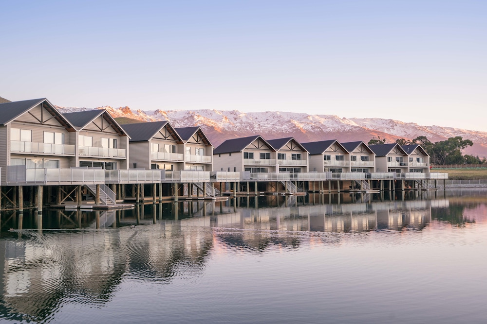 The Lake Resort - Heritage Collection