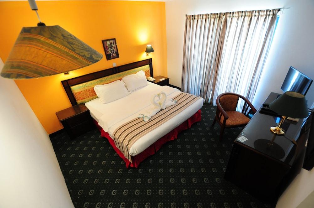 Edom Hotel