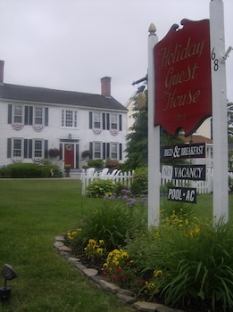 Holiday Guest House Bed & Breakfast in Wells, Maine
