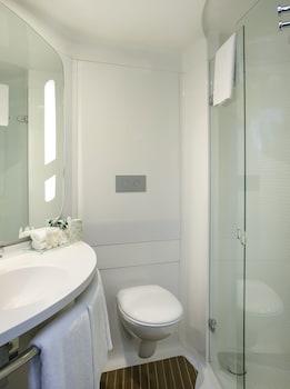 ibis Barcelona Mollet - Bathroom  - #0