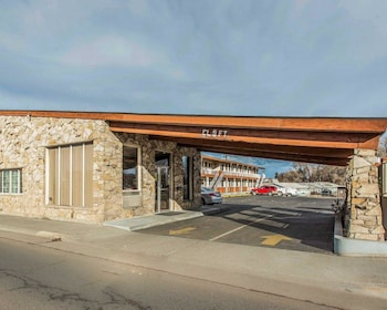 Rodeway Inn & Suites in Hermiston, Oregon