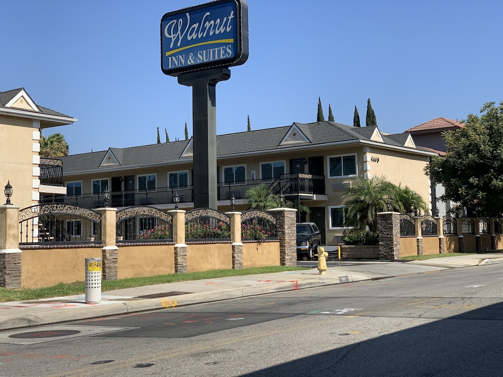Walnut Inn & Suites West Covina