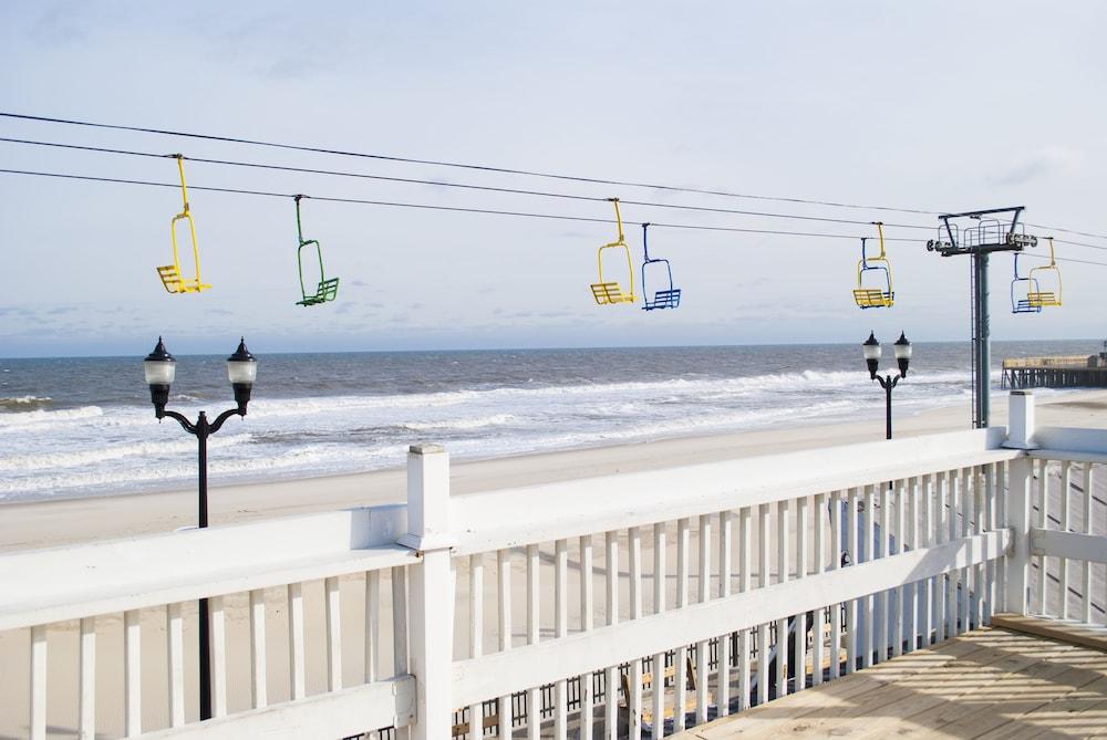 Boardwalk Hotel Charlee & Beach House Rentals