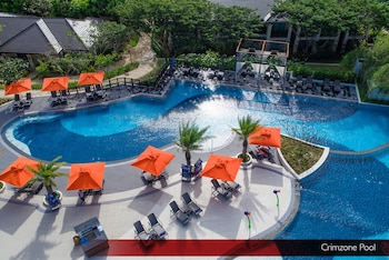 Crimson Resort and Spa Mactan Outdoor Pool