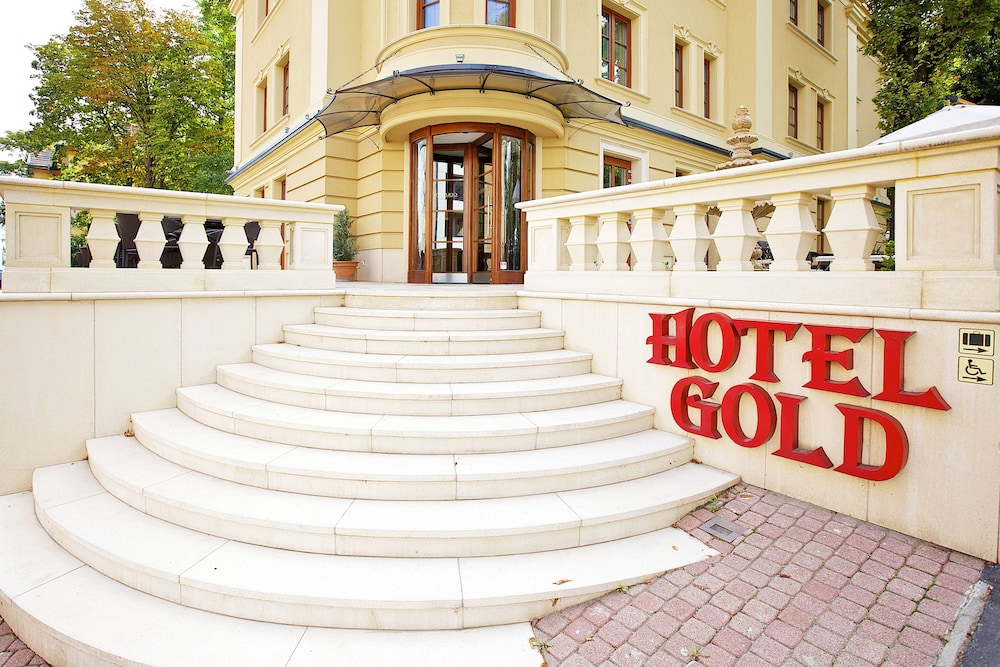 Gold Hotel & Apartments