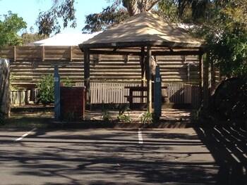 The Coachman Motel & Units - BBQ/Picnic Area  - #0