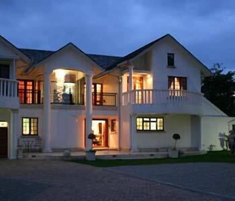 Aristo Manor
