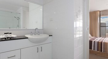 Avoca Palms Resort Apartments - Bathroom  - #0