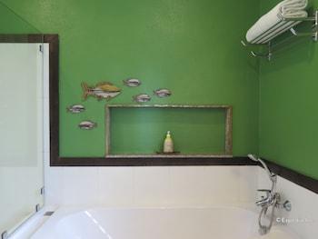 Amarela Resort Bohol Deep Soaking Bathtub