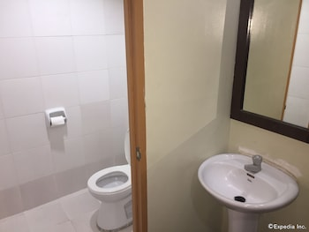 Cleverlearn Residences Cebu Bathroom